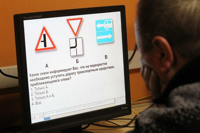 Для водителей могут ввести экзамены на знание ПДД при замене прав