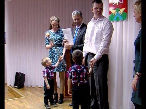 Молодые семьи Новомосковска получили сертификаты на улучшение жилья