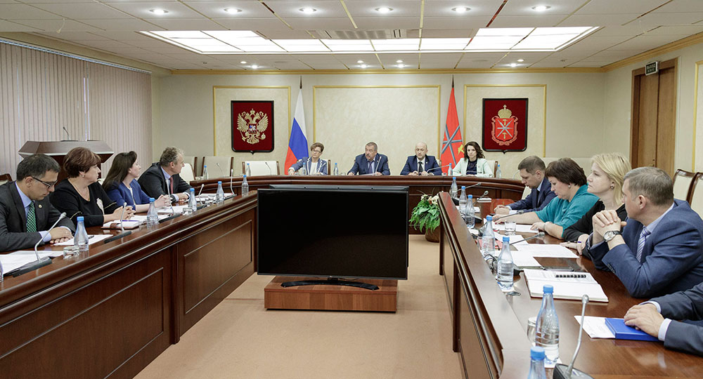 В правительстве региона обсудили вопросы развития города Новомосковска