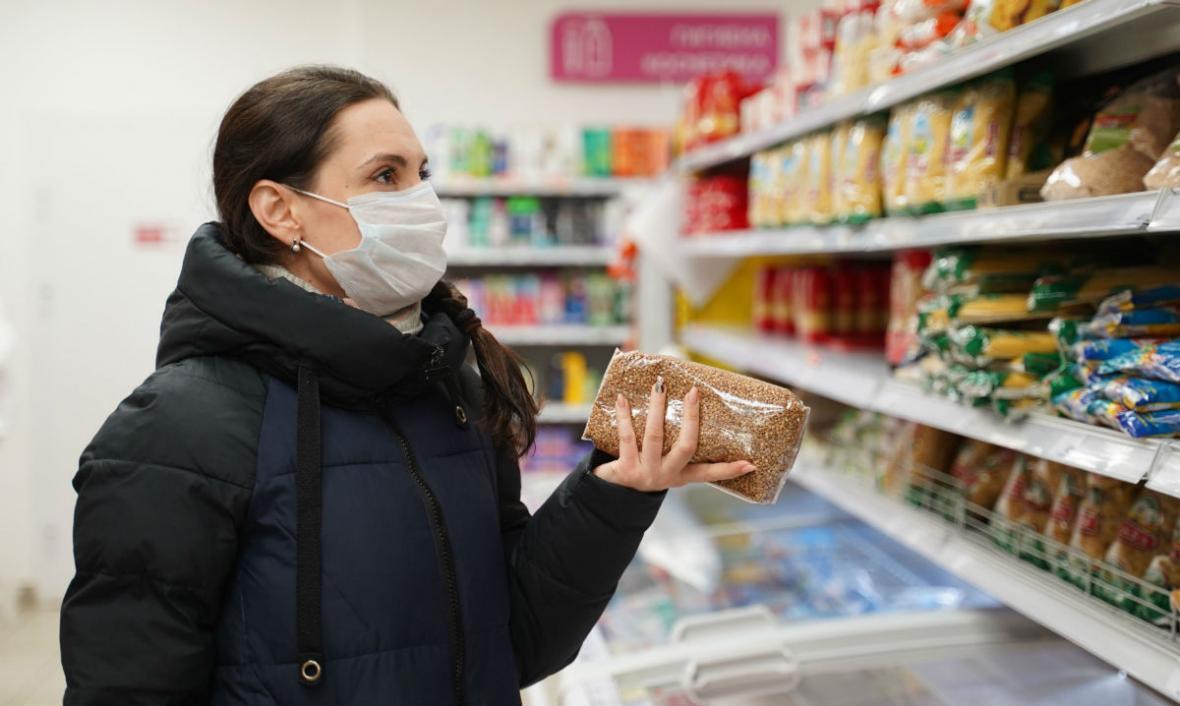 Алексей Дюмин предложил штрафовать и закрывать торговые точки, где продавцы и покупатели находятся без масок