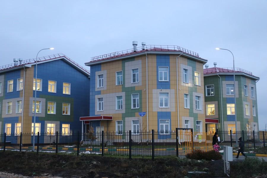 Благоустройство дороги и тротуара к новому детскому саду №56 завершено