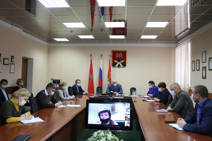 Глава администрации провел оперативное совещание