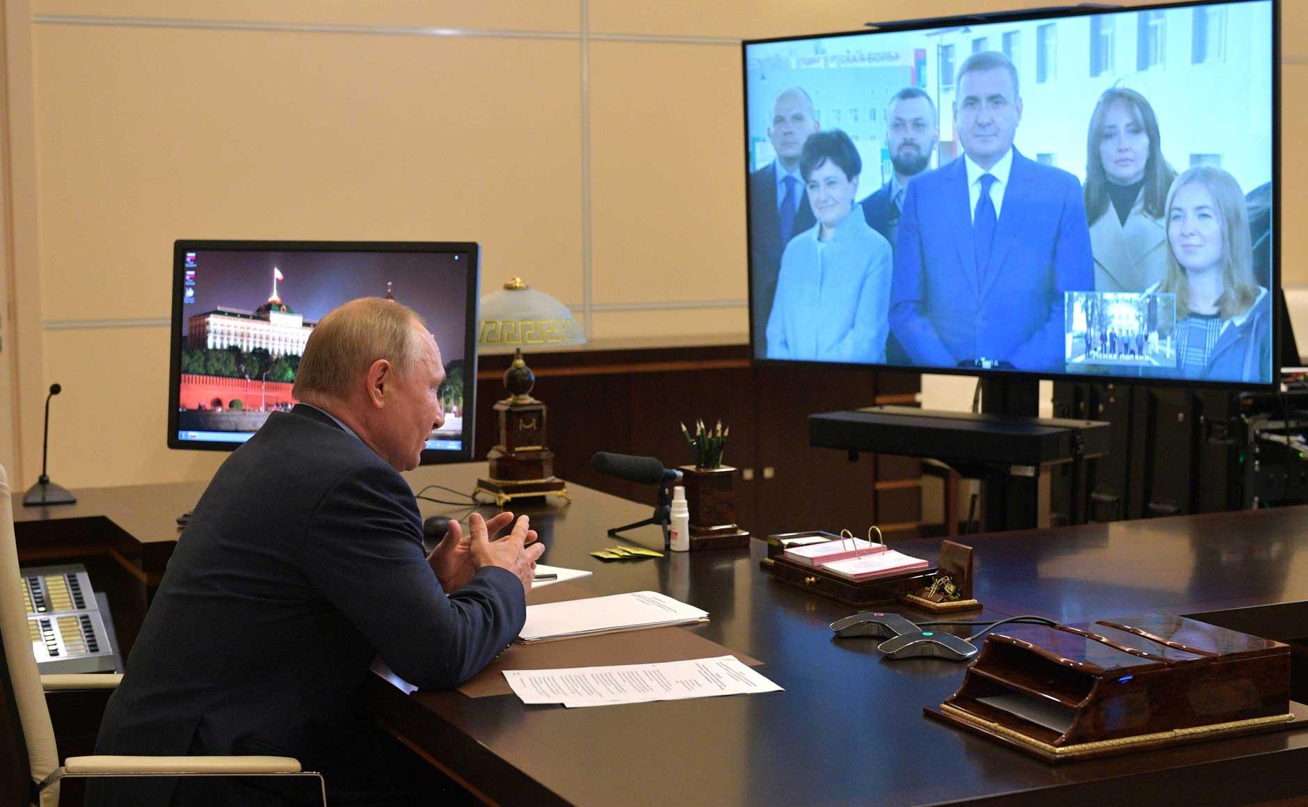 Алексей Дюмин доложил Владимиру Путину о результатах работы по развитию региона за пять лет