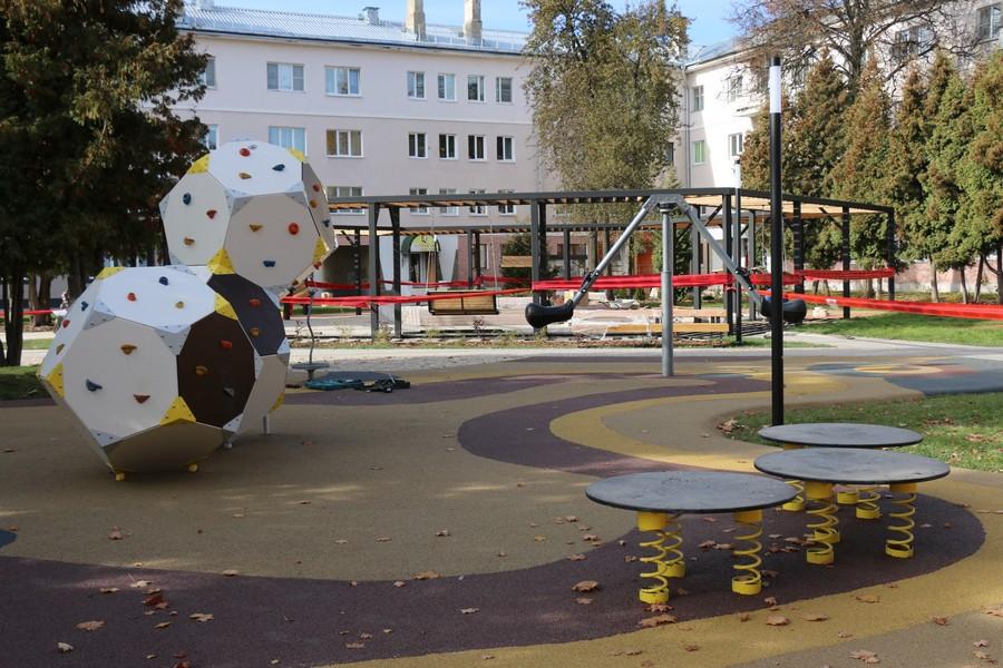 В Новомосковске подходят к завершению работы по реконструкции площади